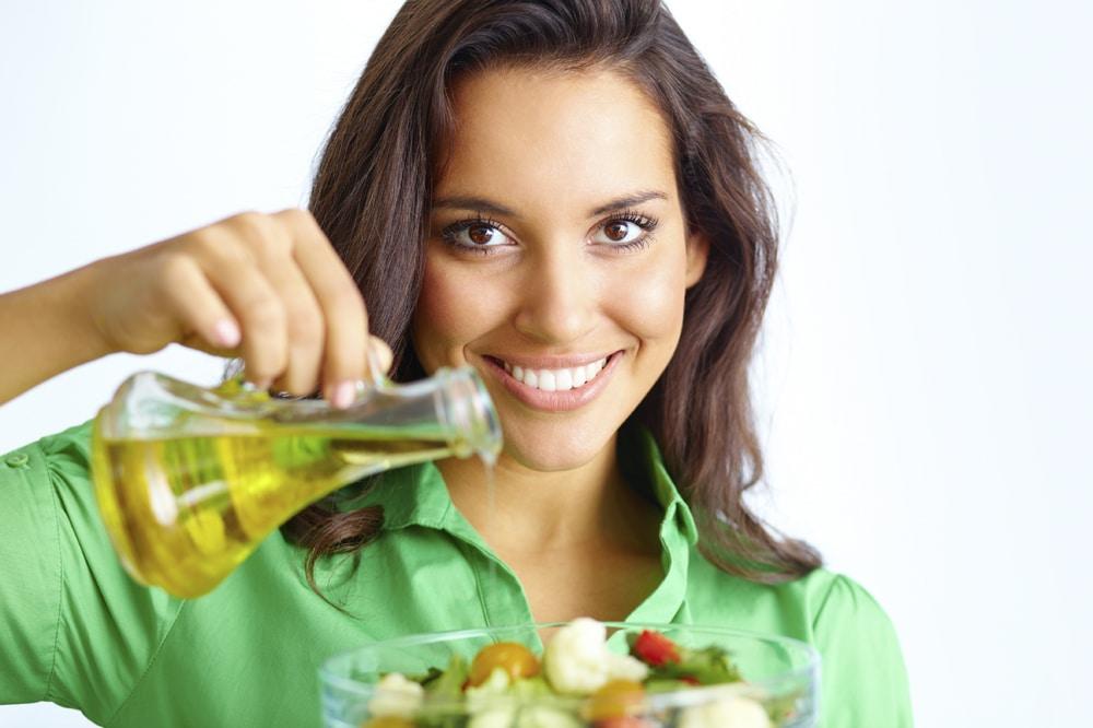 заправка салата маслом