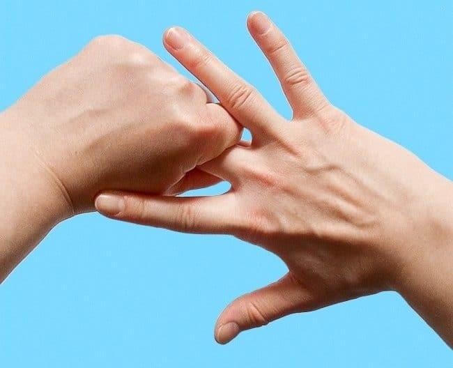 Сжатие и растягивание среднего пальца
