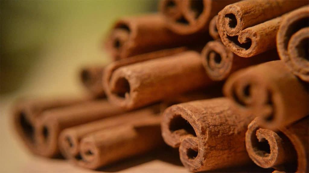 Корица и давление: можно ли при гипертонии, рецепты с медом, кефиром для понижения давления