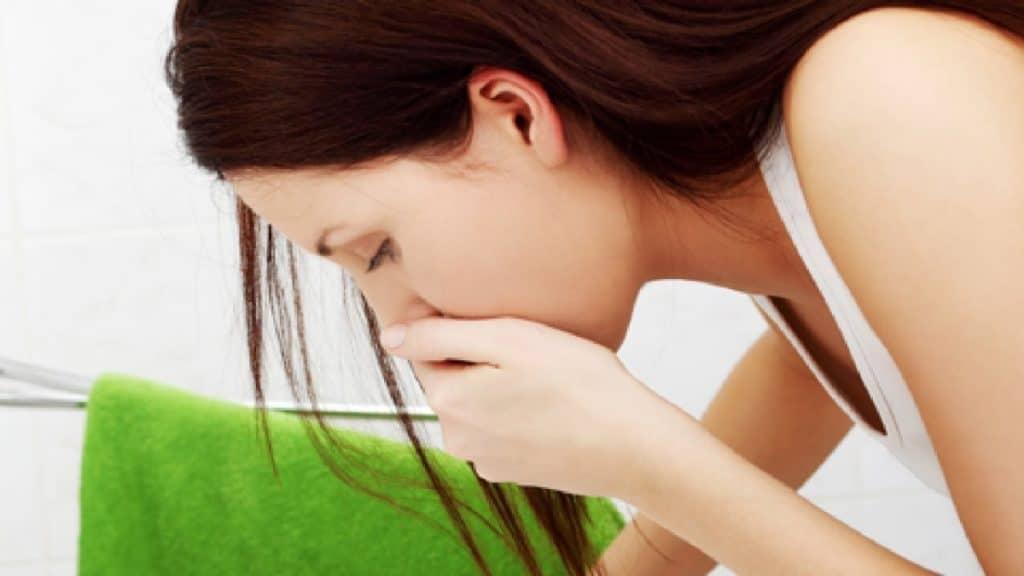 Тошнота при давлении: причины и методы лечения
