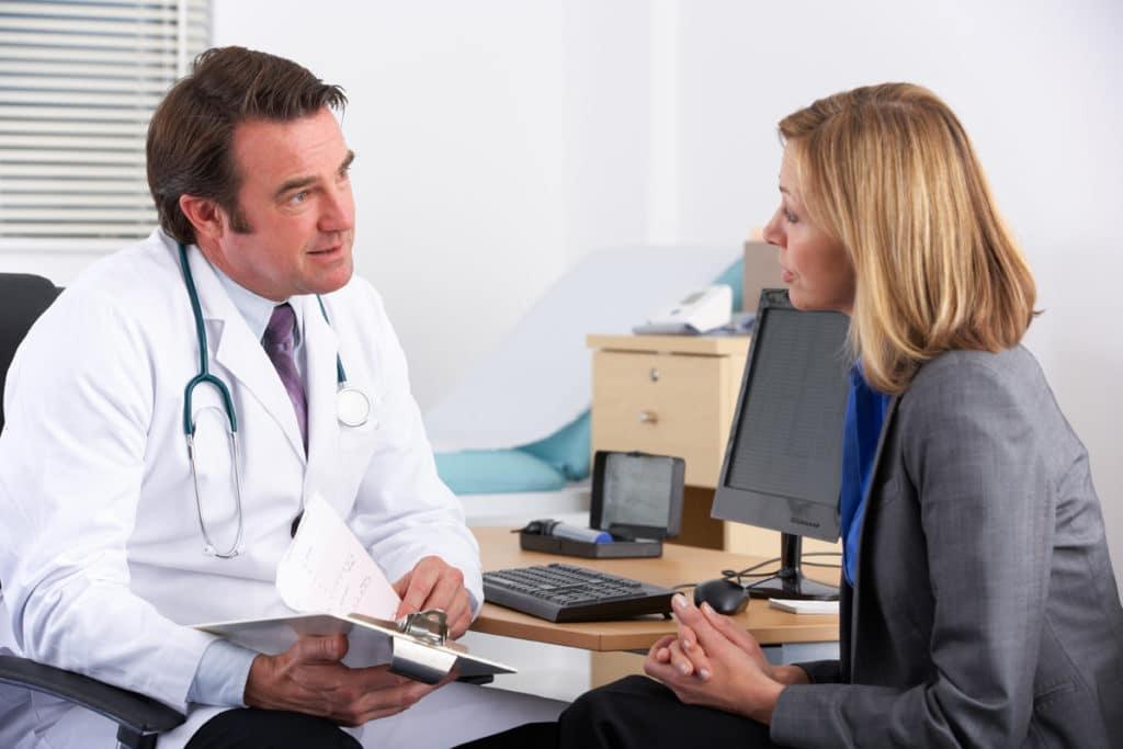 Консультация у врача о шуме в ушах