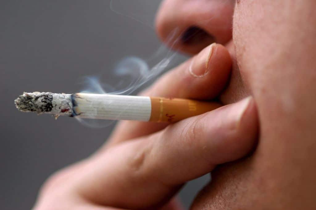 Курение сигареты повышает или понижает давление ?