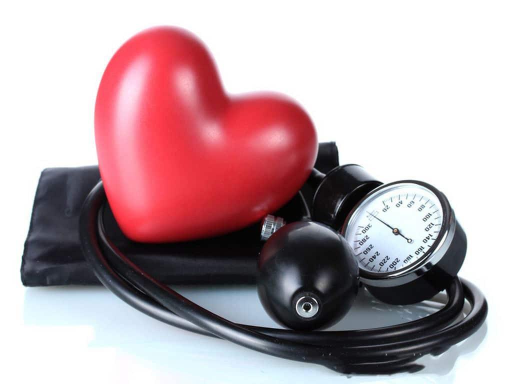 Коньяк повышает или понижает давление, можно ли коньяк при высоком артериальном давлении