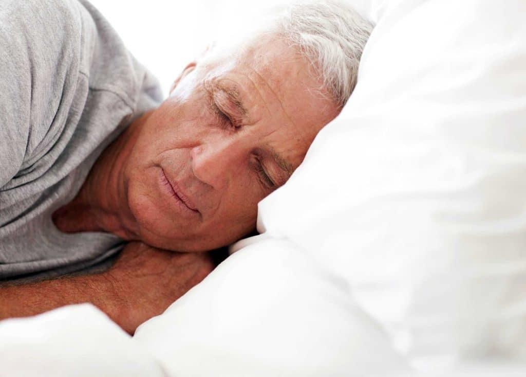 Почему поднимается давление ночью во время сна?