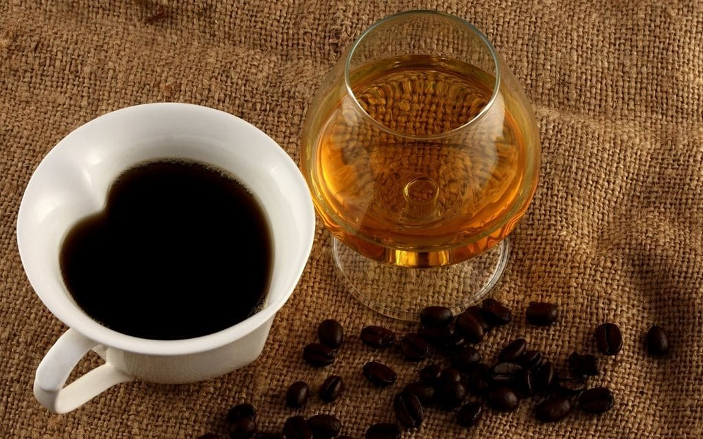 Кофе и спиртное при давлении