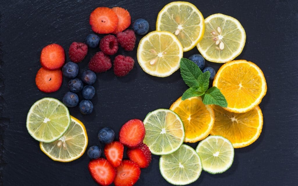 Цитрусовые и ягоды для повышения давления