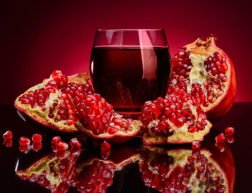 Гранатовый сок: польза и вред при давлении