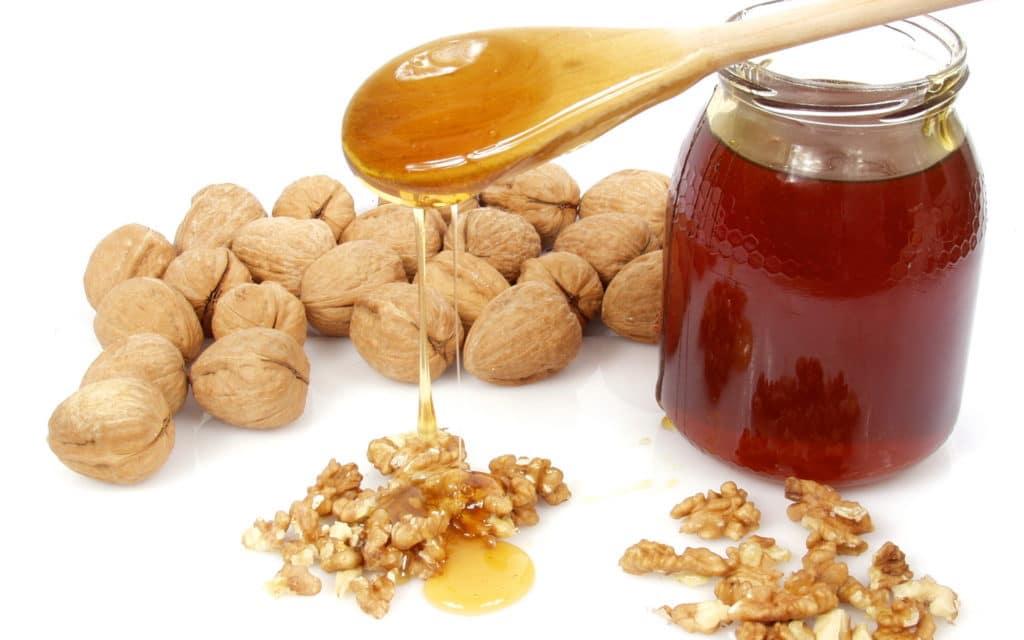Грецкий орех с медом при давлении