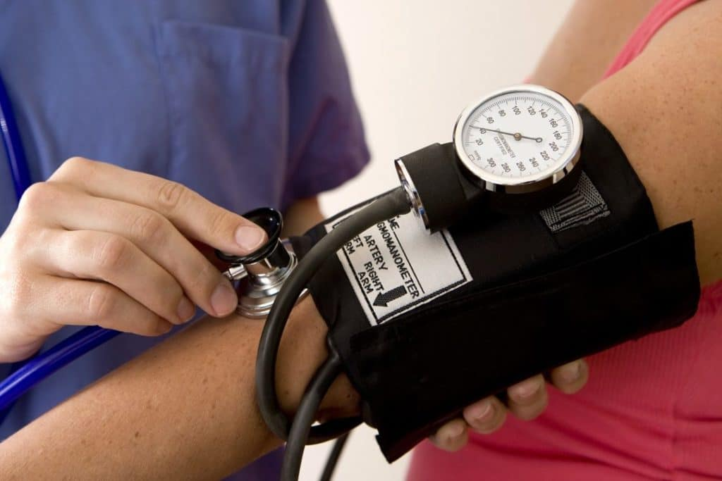 blood pressure lab Blood pressure, heart rate, cardiac output, ecg: the contraction of the ventricles of the heart produce a 'force' this force is the impact of the flowing blood on the inside surfaces of the blood vessels.