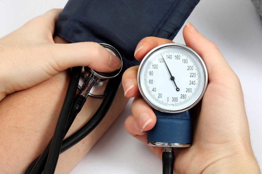 Гипертония и гипотония: симптомы и лечение