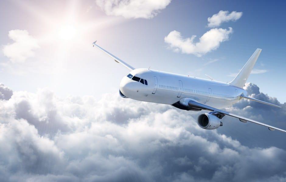 Можно ли гипертоникам летать на самолете: как подготовиться к перелету?