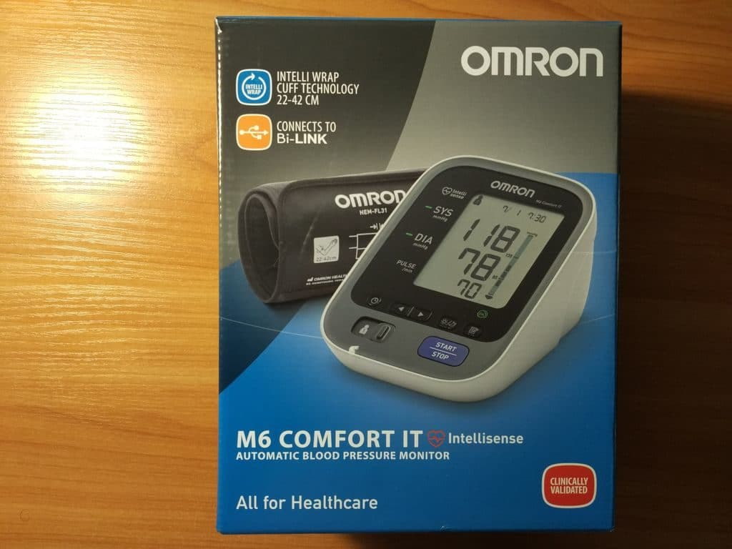 Точный тонометр Omron M6 Comfort