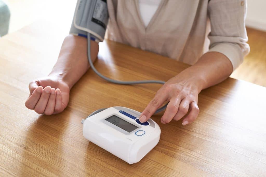 Измерение давления автоматическим тонометром